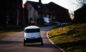 Starship company use robots to deliver pizza to customers